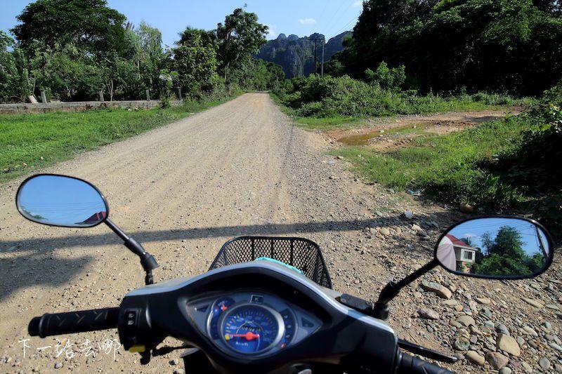 寮國典型的道路。 賴勳毅/攝影