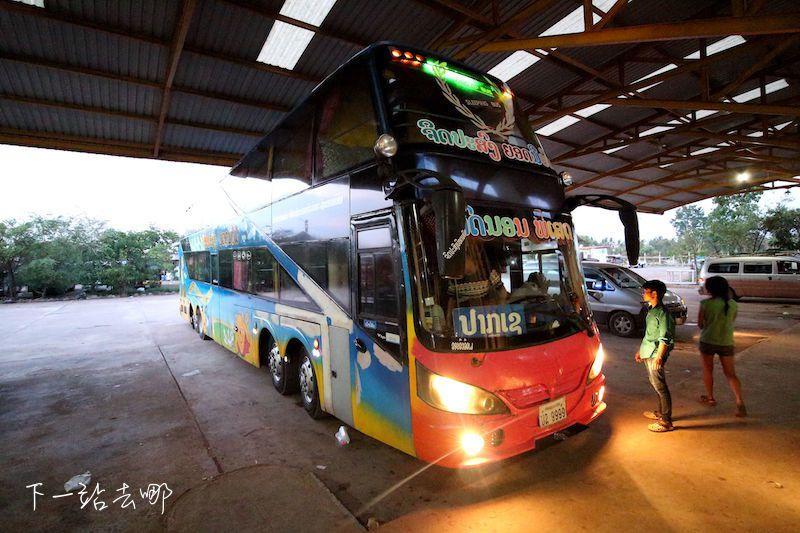 寮國臥鋪巴士。 賴勳毅/攝影