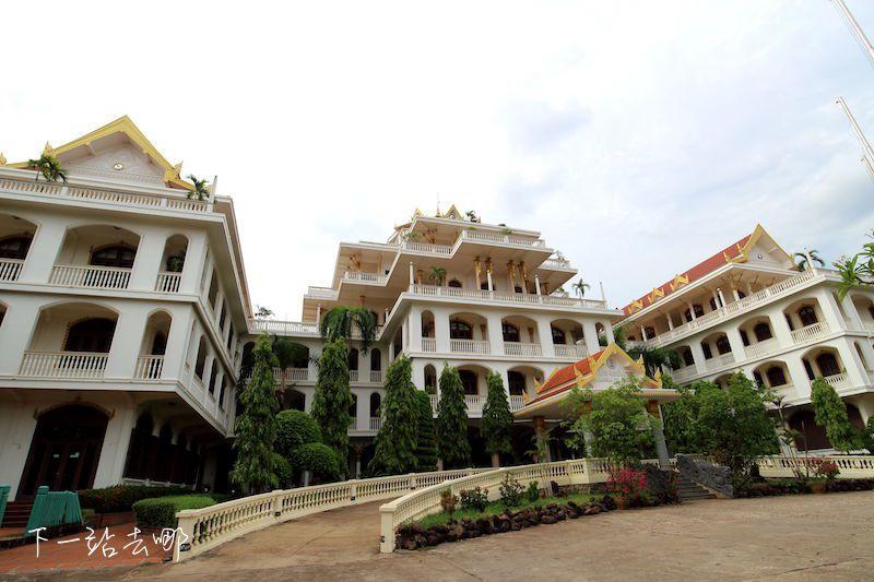 """曾經是皇居的""""Champasak Palace Hotel""""。 賴勳毅/攝影"""