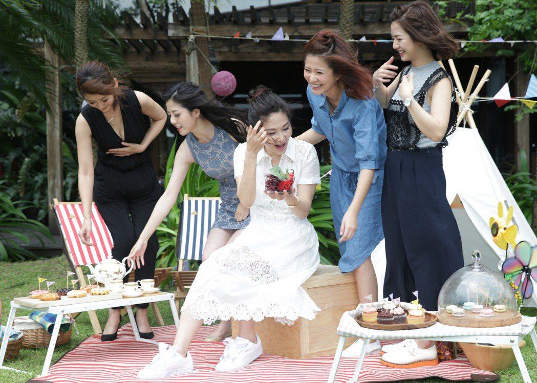 演員陳佩騏(左起)、韓瑜、張玉嬿、李燕、臧芮軒一同出席。記者陳瑞源/攝影