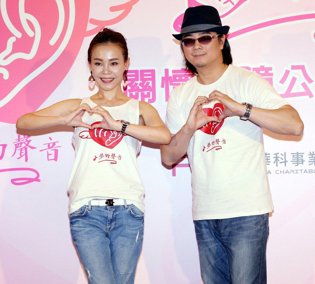 彭佳慧(左)演唱由陳建寧(右)打造的公益主題曲 「夢的聲音」。記者侯永全/攝影