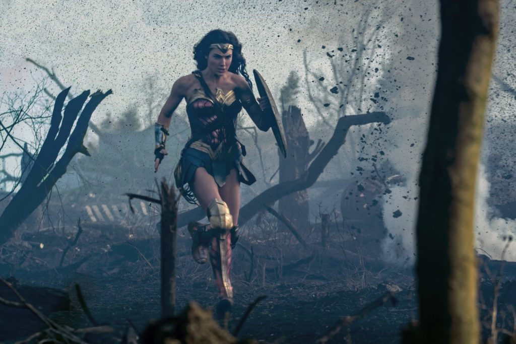 蓋兒加朵在「神力女超人」有著剛柔並濟的精采表現。圖/華納兄弟提供