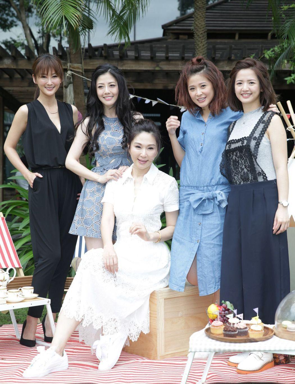 陳佩騏(左起)、韓瑜、張玉嬿、李燕、臧芮軒出席「一家人」見面會。記者陳瑞源/攝影