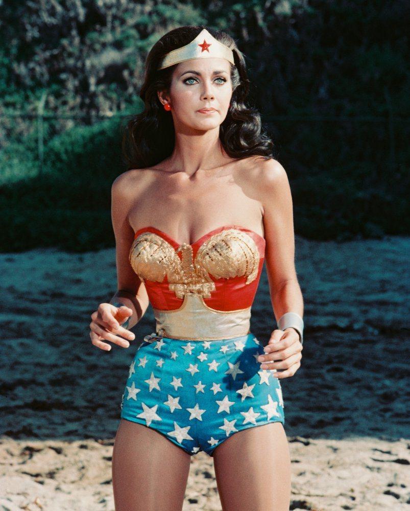 琳達卡特曾因「神秘女超人」影集走紅。圖/摘自imdb