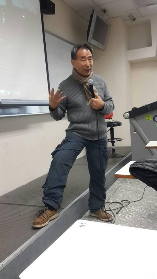 黃英雄時常開電影評析的講座。圖/摘自facebook