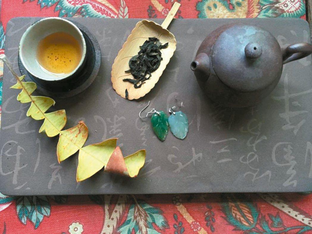 這泡茶顏色漂亮,接近楓糖色,味道有濃郁果香,加上手摘有機栽培,喝來滑順清新。 周...