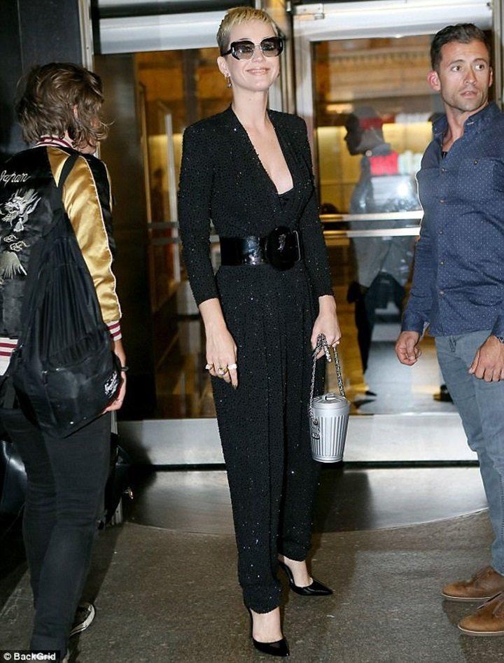 凱蒂佩芮以MICHAEL KORS Collection連身褲穿出自信氣場。圖/...