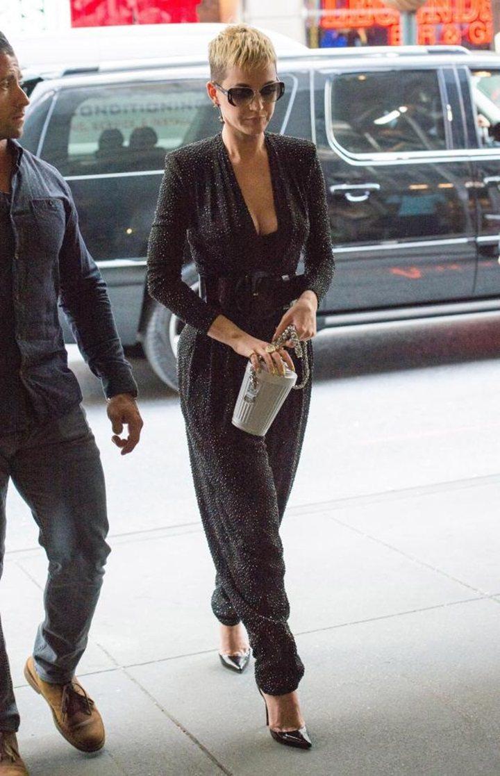 凱蒂佩芮穿MICHAEL KORS Collection連身褲,身材超好。圖/M...