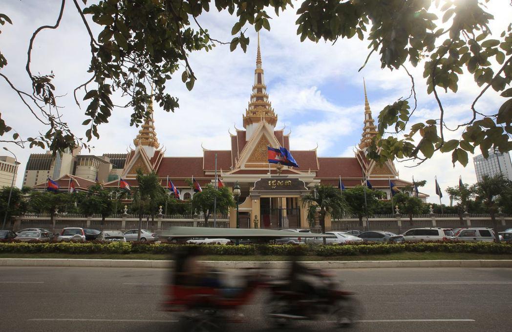 惟有在全國性大選獲勝,創造政權轉移,柬埔寨政治才有真正翻轉的機會。圖為柬埔寨在金...