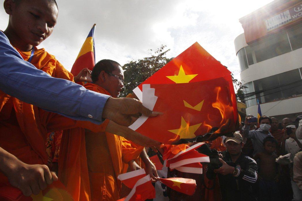 柬埔寨淵遠流長的「越南情結」,涉及種族衝突、非法伐木,以及宗教自由。圖為2007...