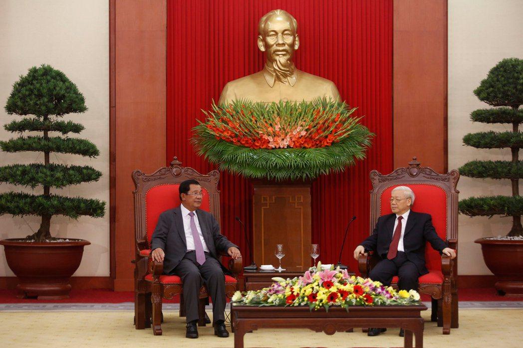 洪森屢屢在選戰中被對手攻擊為「越南魁儡」、「賣國賊」,也與他的「越南背景」有關。...