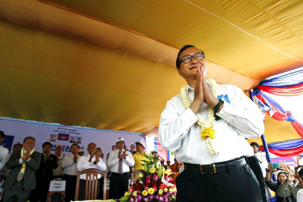 今年2月柬埔寨修改選舉規範,禁止被判定有罪者擔任政黨領袖,否則將解散政黨;德高望...