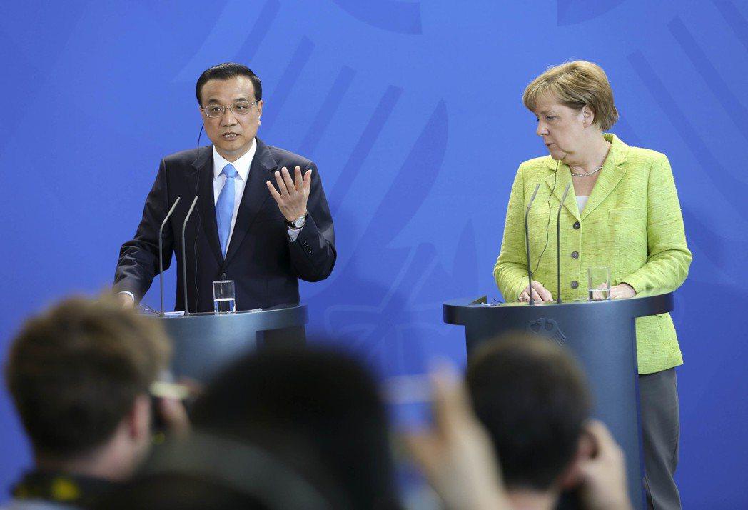 當地時間6月1日上午,中國國務院總理李克強與德國總理默克爾共同會見記者。圖/中新...