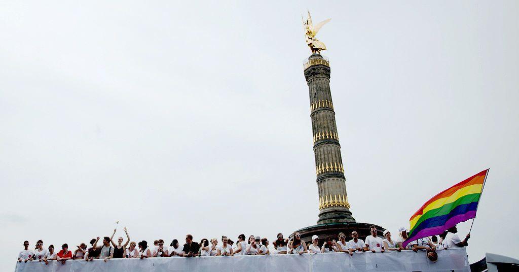 從德國到台灣,即使國情不同,我們也可以自豪地說,我們也有憲法之樹。西方人相信在上...