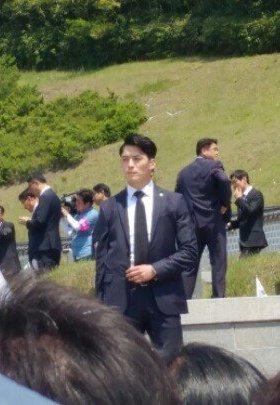南韓總統文在寅維安人員,高大英挺受關注。圖/南韓網路社團