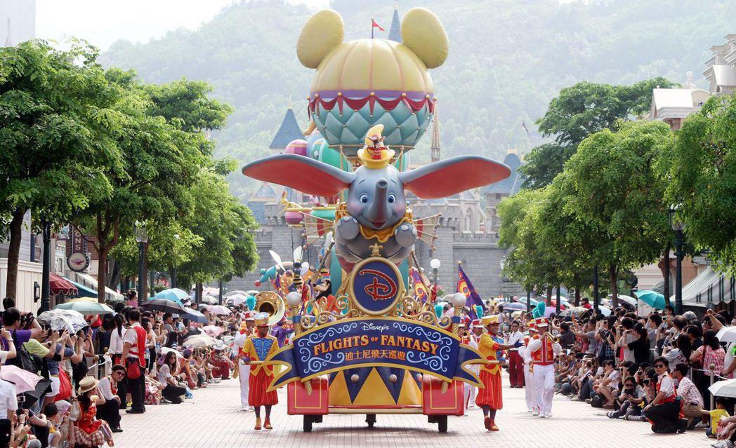 香港迪士尼樂園是全球最小的迪士尼樂園,門票價格比東京和上海迪士尼樂園都還高,國際...