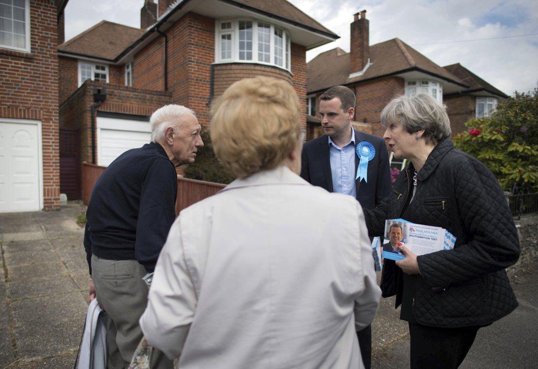 對於英國人到底如何打選戰感到好奇的我,這次自願報名當志工,陪同選區議員挨家挨戶拜...