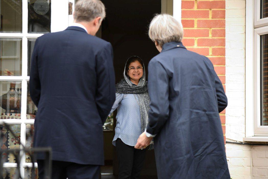 短短數日,我的感受是英國國會議員候選人的拜票日常,果真也是一步一腳印。 圖/路透...