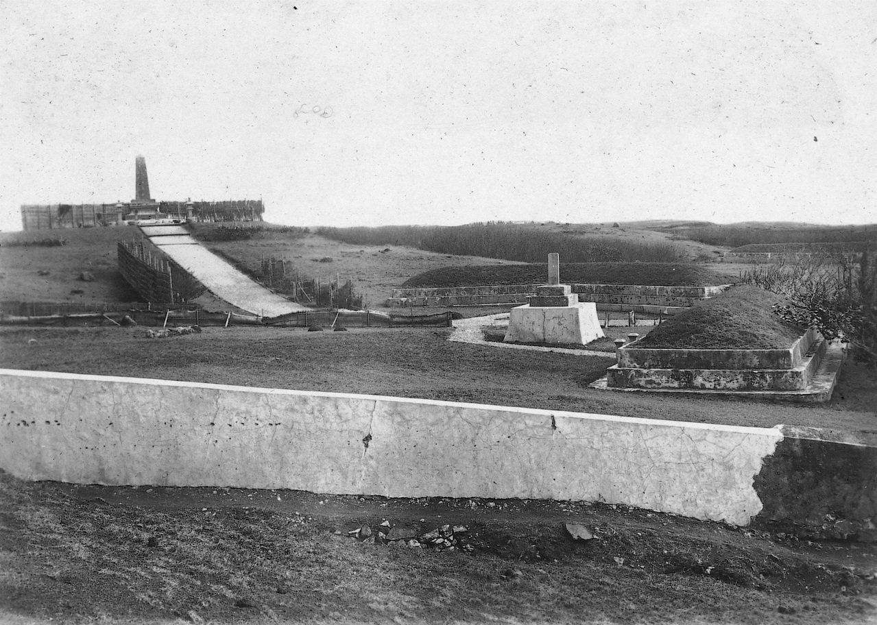 澎湖日軍公墓。由於1895年出兵澎湖的日本兵士登陸後,迅速感染傳染病,野戰醫院很...