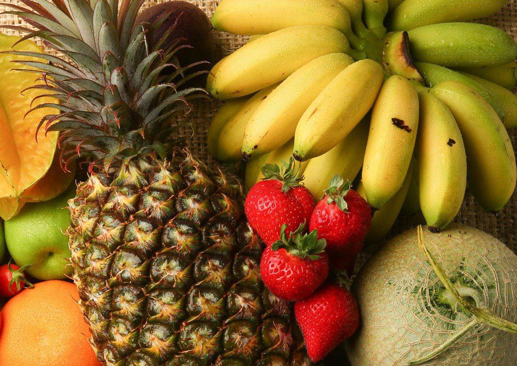 鳳梨、香蕉、木瓜、奇異果等「後熟型」的水果,需要常溫催熟,若立刻冷藏反而會熟不了...