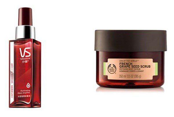 (左) 獨特的噴霧質地,較傳統美髮油更輕透均勻、能快速滲透至髮芯賦予秀髮光滑質感...