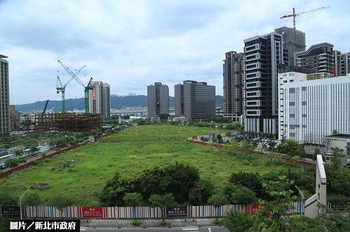 台灣電影文化園區位屬新莊副都心精華地段,鄰近中央合署辦公大樓。