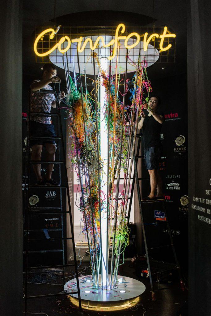 台灣新銳藝術家何政宏(右)、黃彥超(左)受邀於上海布藝展展現當代藝術與布藝的跨界...