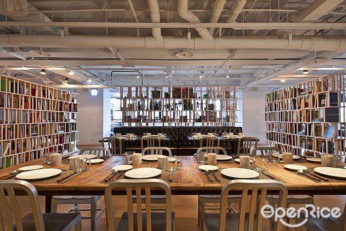 ▲「吃吧」餐廳店內寬敞明亮,不僅適合聚餐更是家人聚會的好選擇。