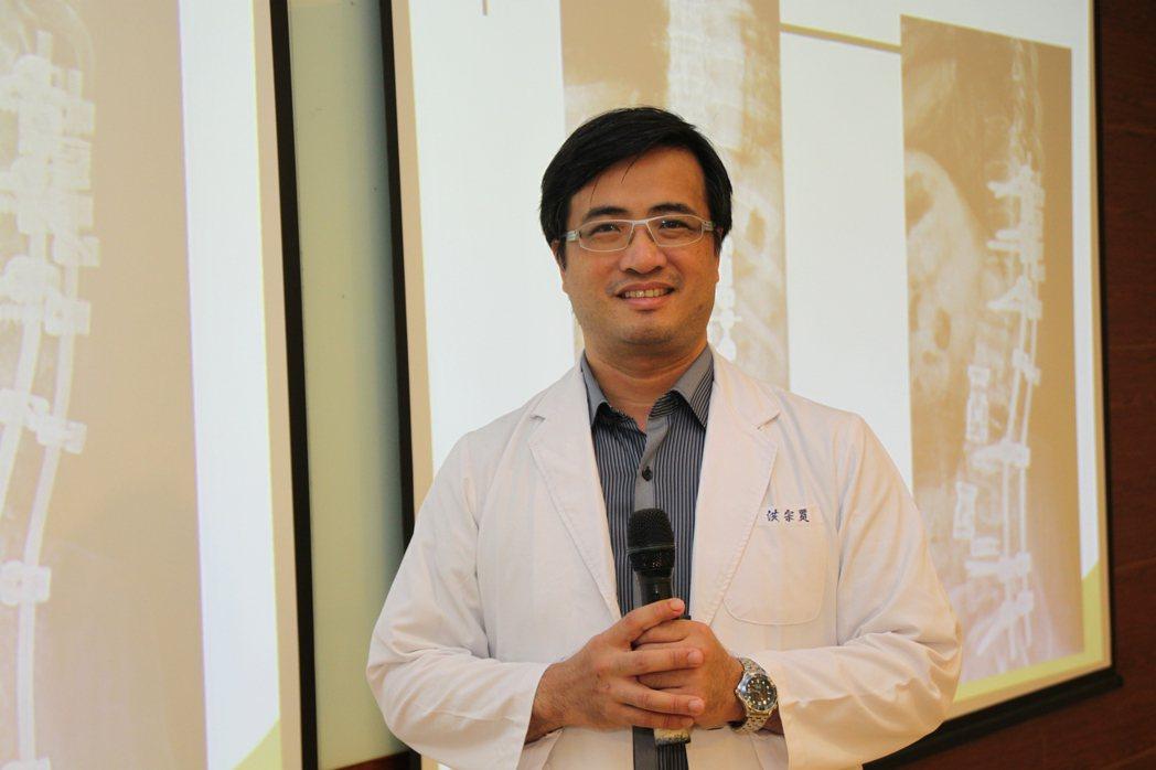 署立台中醫院骨科醫師洪宗賢批評台灣的脊椎手術太浮濫。記者黃寅/攝影