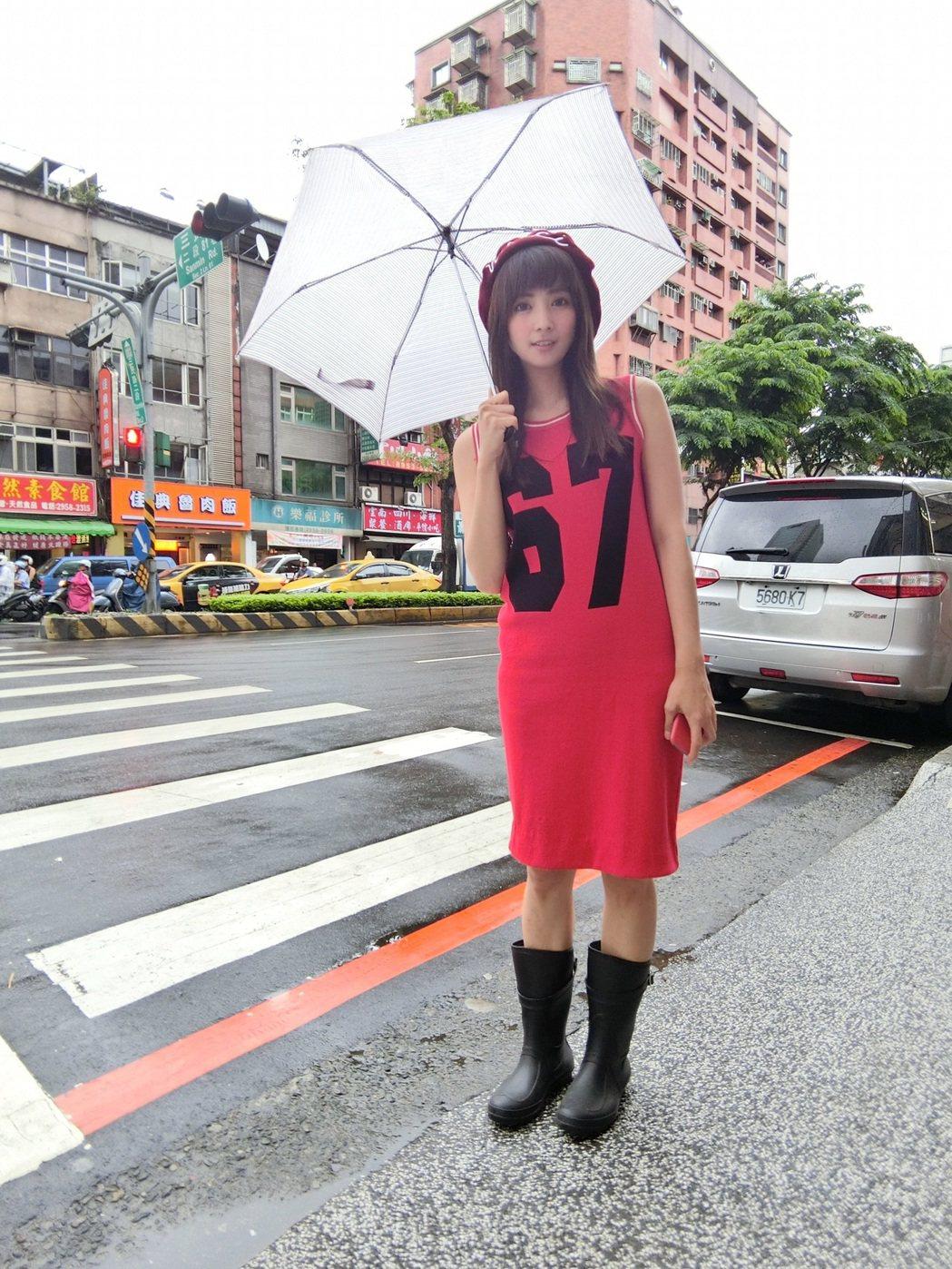 台北下暴雨,阿喜心念基隆阿嬤家。圖/天晴音樂提供