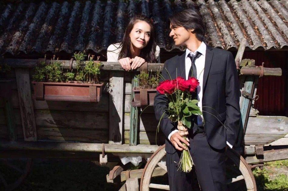 舒淇(左)、馮德倫(右)去年在拍攝「俠盜聯盟」期間順利完婚。圖/摘自微博