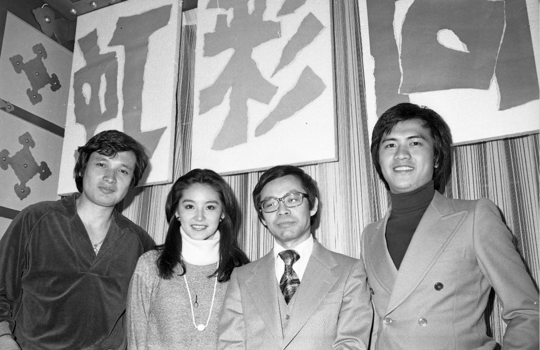 秦祥林(左起)、林青霞、萬山與馬永霖出席「奔向彩虹」開鏡。圖/報系資料照片