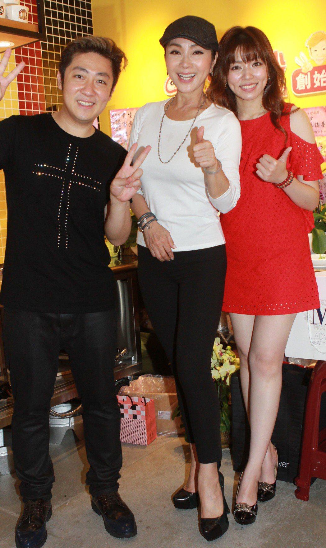 陳美鳳出席艾成、王瞳新店開幕活動。圖/民視提供