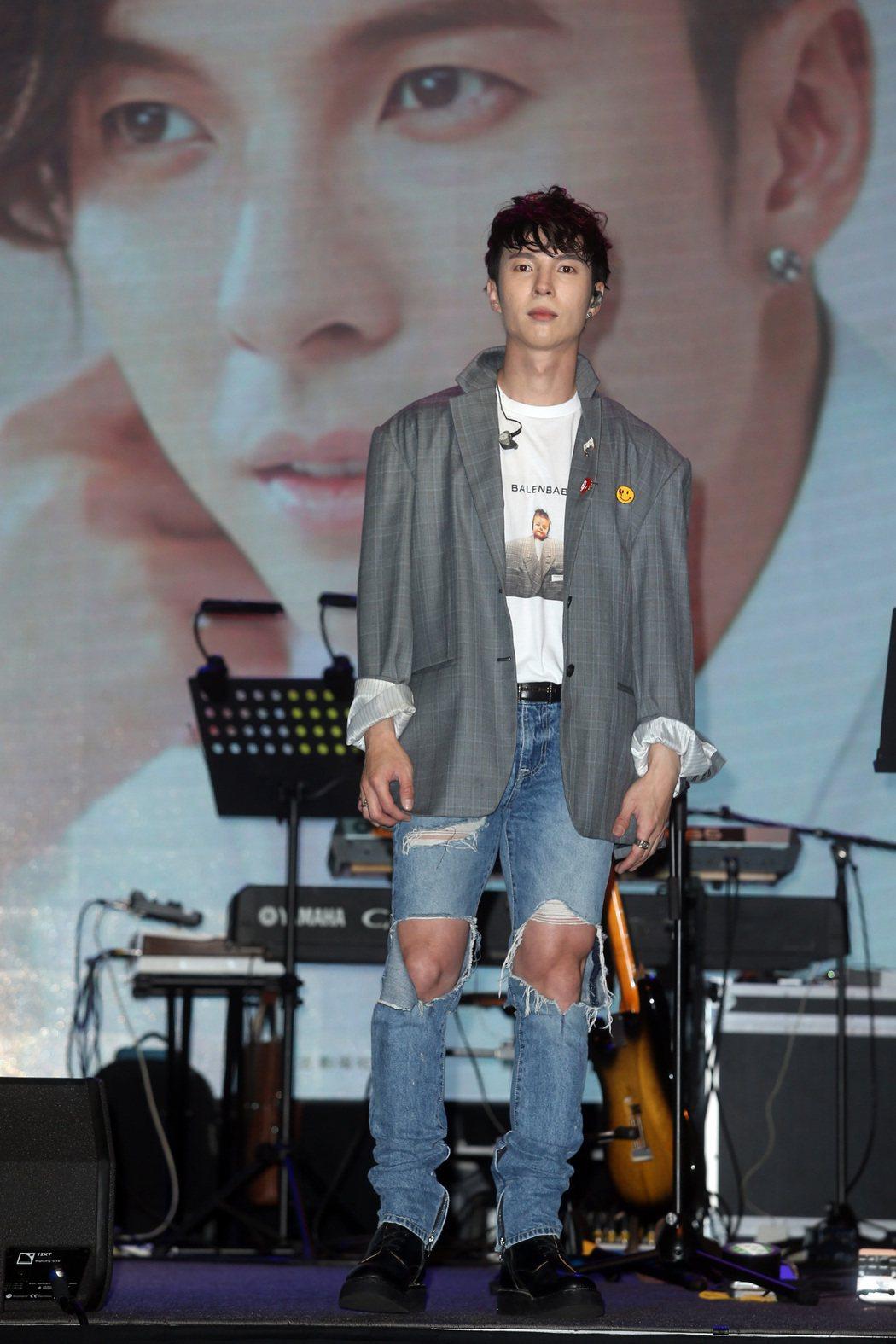 歌手陳勢安舉行生日音樂會,與歌迷歡度33歲大壽,生日願望早日唱進小巨蛋。記者曾吉...
