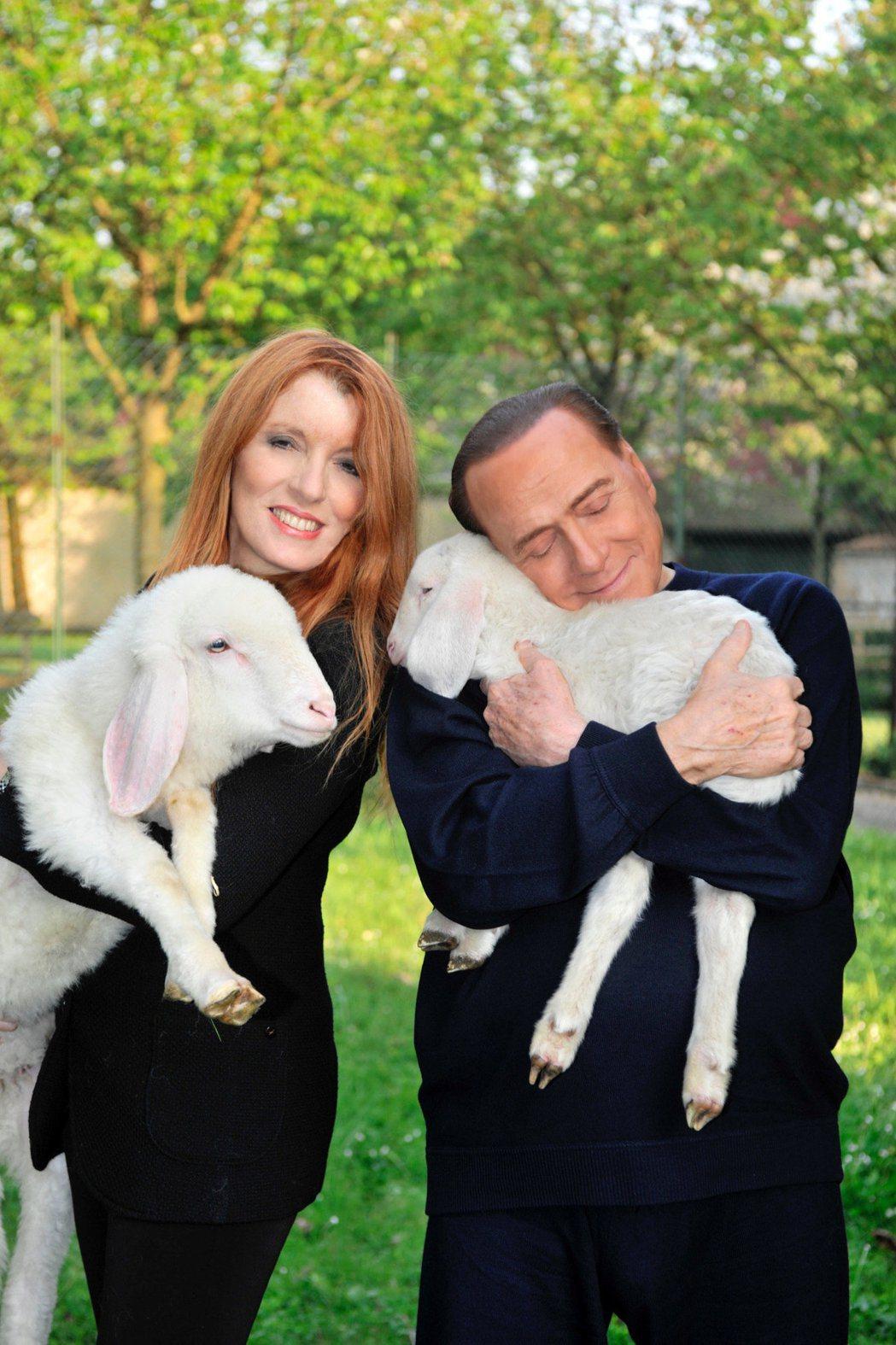 義大利前總理貝魯斯柯尼(右)。 (路透)