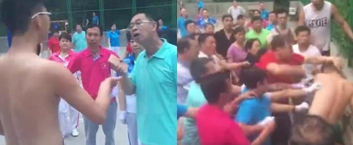 洛陽王城廣場內的籃球場內的年輕人(光上身者),被大叔大媽逼到一角拉扯毆打。 (取...