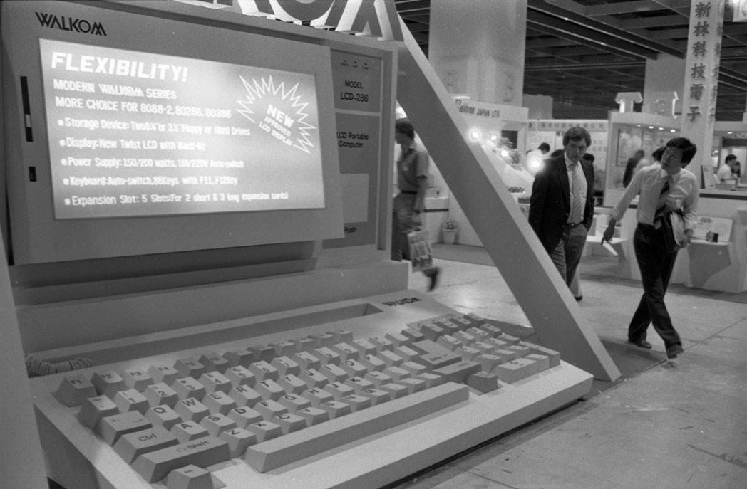 外貿協會於1987年和台北市電腦公會合辦的台北國際電腦展,吸引不少民眾前往參觀。...
