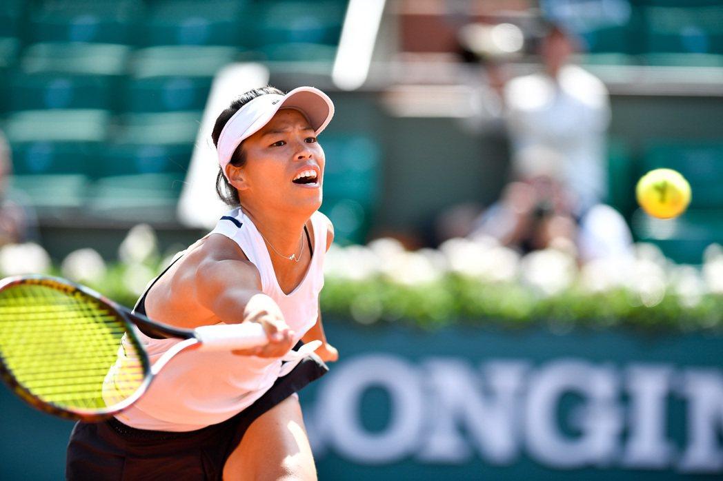 剛在法網打出代表作,我國網球「一姊」謝淑薇差點在諾丁漢女網複製驚奇,可惜遭到對手...
