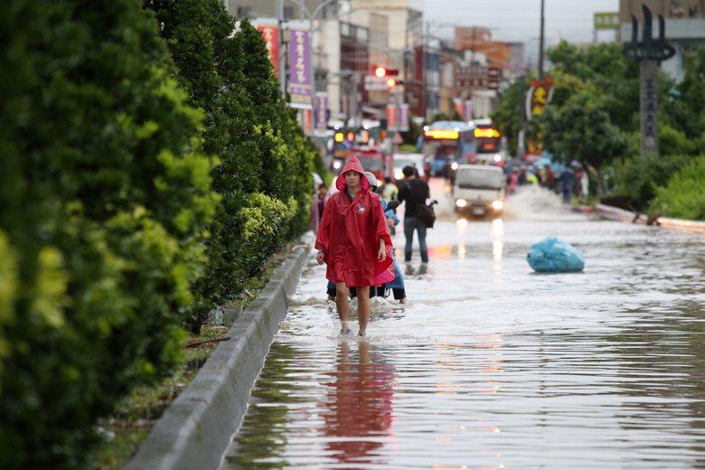 台灣已經投入鉅額的錢在防洪整治工程上,每個整治工程都訴求會「永久解決水患問題」。...