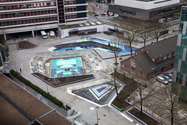 荷蘭鹿特丹的「水廣場」Benthemplein,該廣場有幾個下凹的空間,平常供民眾運動用,暴雨時則成為滯洪池。 圖/取自Baunetz_Wissen