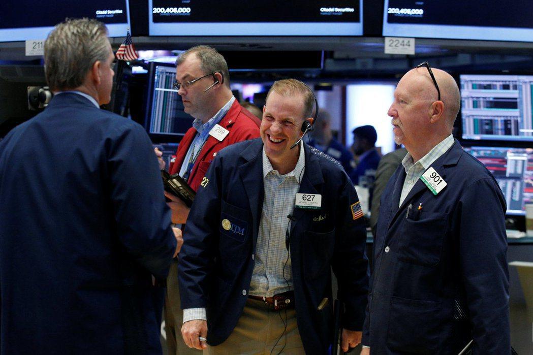 美股道瓊指數19日開盤漲0.3%,報21,438點,一度觸及21,457.19點...