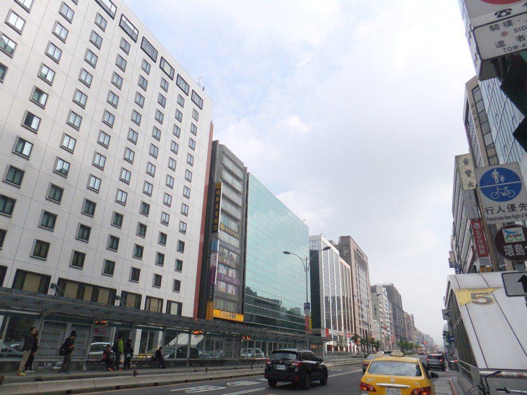 南京東路金融商圈 記者游智文/攝影