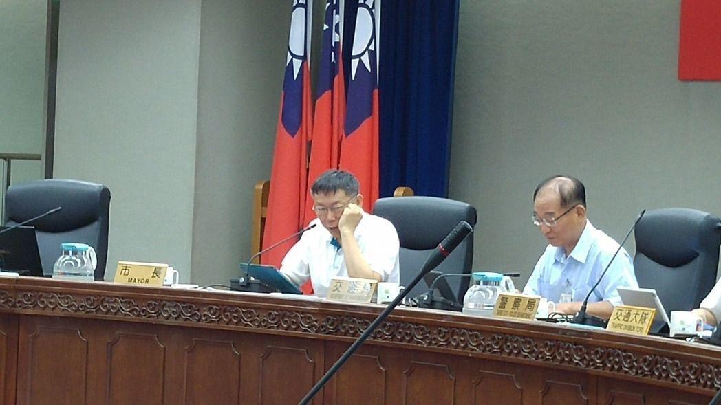 台北市長柯文哲在交通會報中說「下大雨太好了」 ,徐弘庭痛批柯失言,要求道歉。圖/...