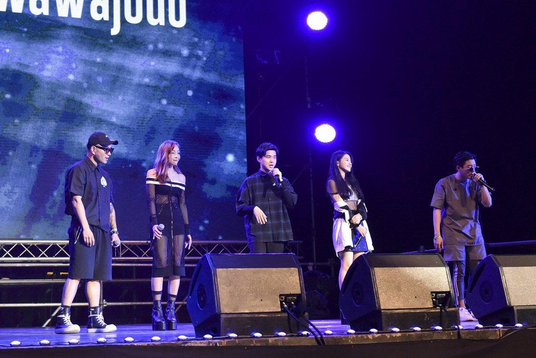 宙(左起)、林雨葶、小宇、蔡瑞雪和萬萬,參加亞洲熱播盛典活動。圖/WebTV A