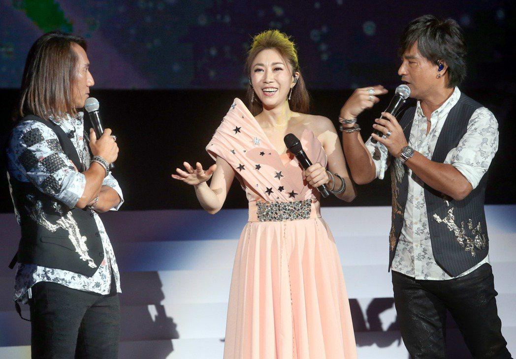 李翊君在台北舉辦「翊.往.情.深」演唱會,請到動力火車擔任嘉賓。記者屠惠剛/攝影