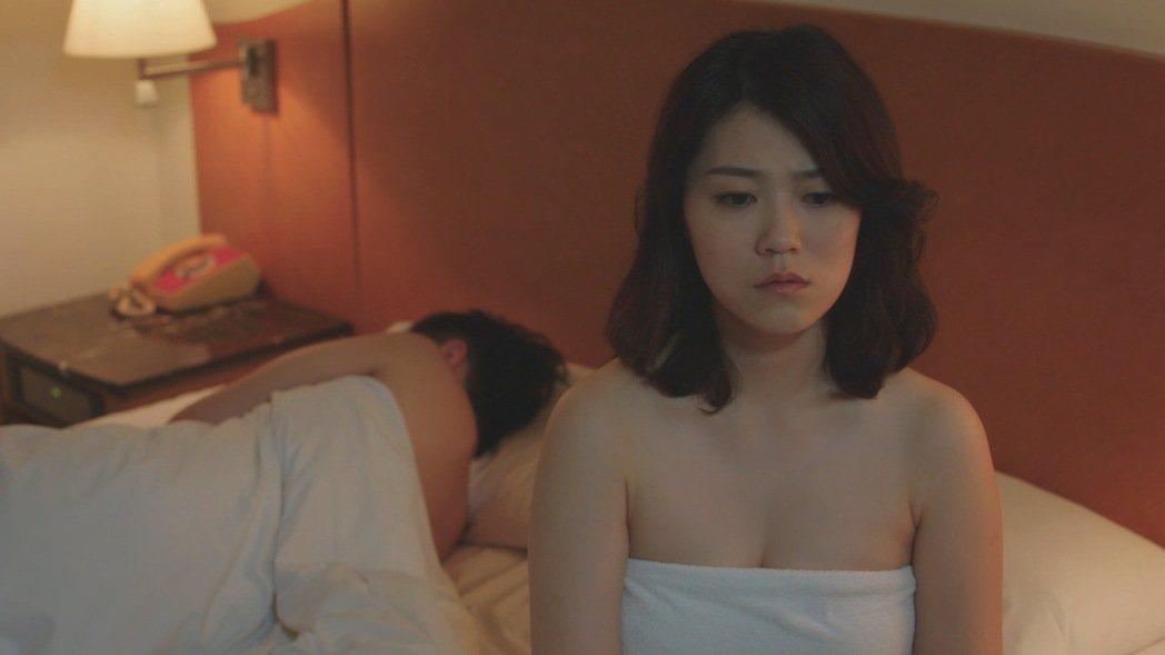 曹雅雯第一次演戲,就挑戰高難度親密床戲。圖/民視提供