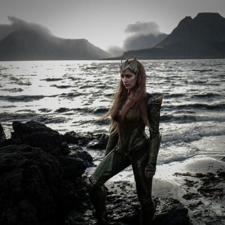 安珀赫德在「水行俠」演女主角。圖/摘自imdb