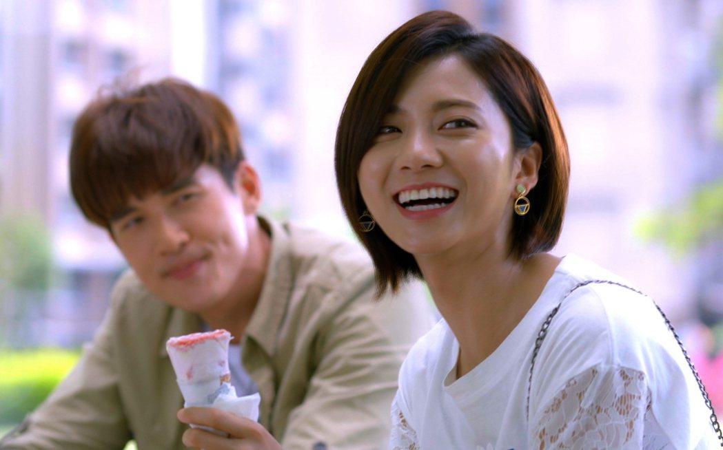 蔡黃汝、楊一展主演「我的愛情不平凡」共吃甜筒放閃。圖/三立提供