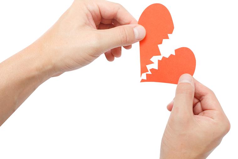 俗諺「7年之癢」可能變成「5年之癢」,內政部公布最新統計,去年離婚5萬3850對...