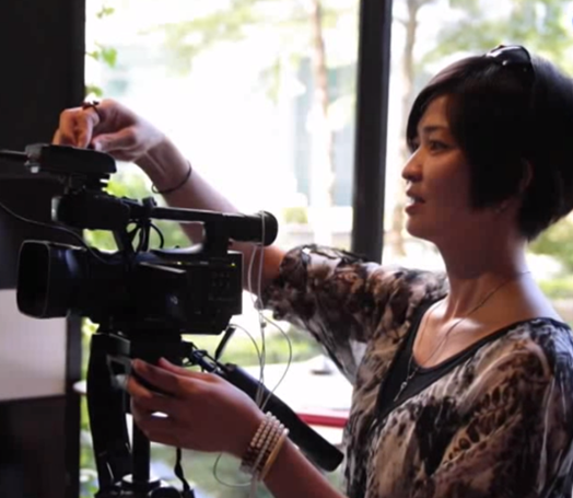 阮金紅透過鏡頭分享新移民的生活。圖/民視提供